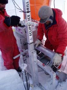 Scientists collecting ice core samples in Antarctica. Image: Barbara Frankel, Australian Antarctic Division